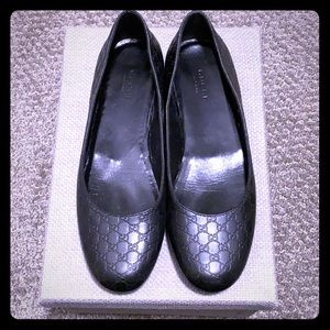 Gucci monogram black flats (Size 7- Like new)